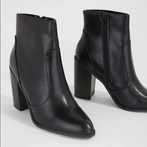 FOREVER 21 BLACK HEELED BOOT